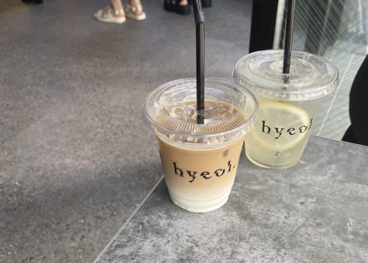 café au lait and lemonade